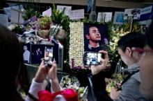 แฟนฮ่องกงร่ำไห้ รำลึก 10 ปี 'เลสลี่จาง'ฆ่าตัว