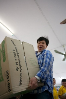แจ็กกี้ ชาน ช่วยเด็กกำพร้าและคนชรา10,000 คนในประเทศไทยผ่านborkboon.com