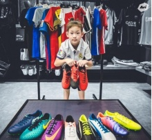 เด็กน้อยสุดน่ารัก ใครจะรู้ว่าเป็นลูกนักฟุตบอลดังคนนี้ !!!