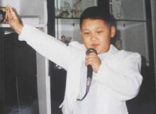 อึ้งสิคุณ !! ใครจะไปรู้ นักร้องเด็กที่เห็นในรูป จะกลายเป็นศิลปินซุปตาร์คนดัง