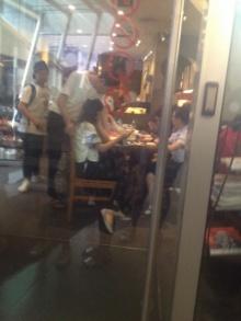 โอ้ยอิจฉา! โจอินชอง ทำฟิน ลูบหัว แฟนไทยในสตาร์บัค