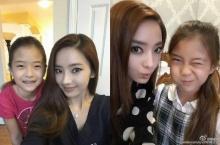 บาร์บี้เกาหลี โพสต์ภาพคู่หนูน้อย ที่ลือว่าเป็นลูกสาว