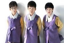 น่าเอ็นดู!!แฝดสามแท็กทีมส่งความสุขในเทศกาลตรุษจีน(คลิป)
