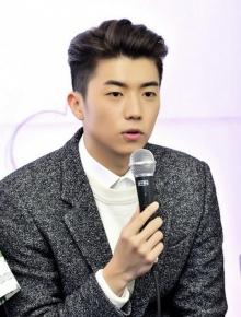"""""""อูยอง(2PM) รับช็อคสุดๆ ตอนโบกมือลารายการ """"We Got Married"""""""