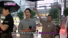 ซงจุงกิ ห่วงนักข่าวที่ตากฝนรอสัมภาษณ์เขาเรื่องการแต่งงาน พร้อมเปียกฝนกับนักข่าว! (คลิป)