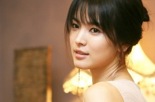 ฉุนแล้วนะ! ซองเฮเคียวฟ้อง 41 ชาวเน็ตปากเสียกล่าวหาเป็นเมียน้อย