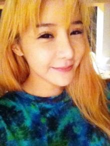 Park Bom 2NE1 เผยภาพใบหน้าไร้เครื่องสำอาง