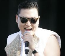 """""""Psy"""" เลื่อนวางแผงอัลบั้มใหม่"""
