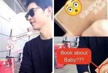 ซูมมถึงปก! ซงจุงกิ ถูกพบเห็นว่าซื้อหนังสือเกี่ยวกับเด็กในฮ่องกง