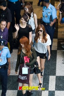 After School arriving at Singapore airport