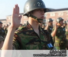 เปิดภาพ คิม ฮีชอล ซินเดอเรล่า ในชุดเครื่องแบบทหาร