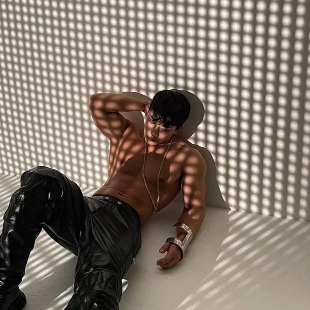 """""""พา วอนโฮ"""" ติดเทรนด์เวิลด์ไวด์ กับภาพสุดเซ็กซี่บนเตียงนอน"""