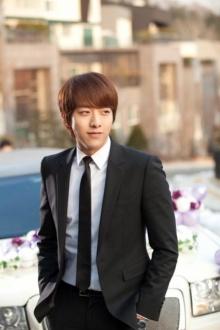 """""""อีจองชิน"""" (CNBLUE) รับบทพระรอง ซีรีย์ใหม่ทาง KBS """"Knife and Flower"""""""
