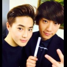 กงชาน B1A4 โผล่คอน EXO แถมแชะภาพคู่สุดใกล้ชิด