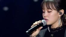 อีฮาอี ร้องไห้ขณะร้องเพลงที่แต่งขึ้นโดยจงฮยอน ในงาน Golden Disc Awards