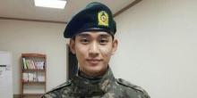คิมซูฮยอน ถูกพบเห็นขณะอยู่ในร้านอินเทอร์เน็ตคาเฟ่นอกกองทัพ