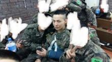 แฟนๆเริ่มเป็นห่วงสุขภาพของจีดราก้อน (G-Dragon) หลังได้เห็นภาพในกองทัพล่าสุดของเขา!