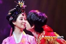 ซอฮยอน-คยูฮยอน โชว์ จูบสุดหวาน