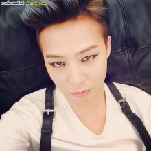 G-Dragon นำเทรนด์ผู้ชายแต่งหน้า