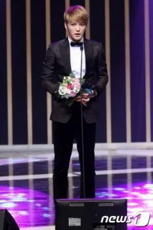 คิมแจจุง คว้ารางวัลนักแสดงชายยอดเยี่ยมจาก Triangle ในงาน 2014 KOREA DRAMA FESTIVAL