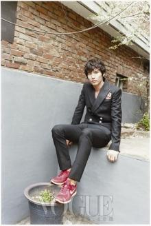 เท่ห์ ...แปลกตา Won Bin – Vogue Korea