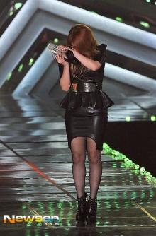 เอลลี่ สุดกลั้น ปล่อยโฮ!บนเวที melon music award 2013