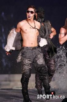 ซี๊ดซ๊าด!กับซิกแพ็คถึงใจของ คิมฮยอนจุง