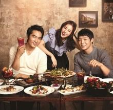 แทฮี, ซึงฮอนและยูชอนเป็นพรีเซ็นเตอร์ให้ร้านอาหาร