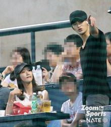 ยุนอา-ซออินกุกโดนแชะภาพไปดูเบสบอลด้วยกัน?