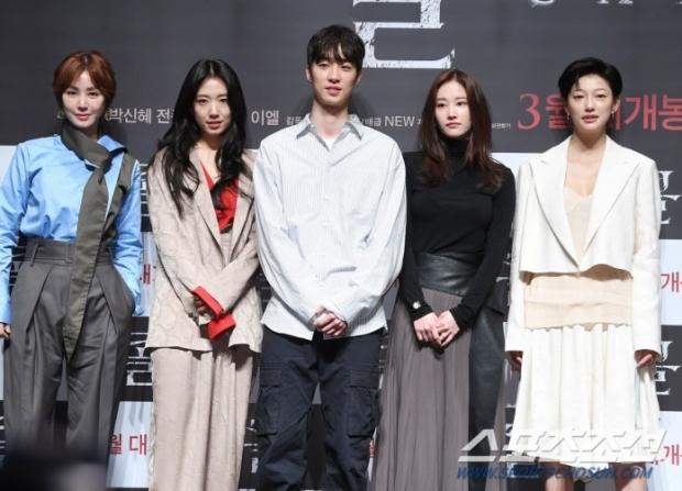 ออร่าพุ่ง! ผู้กำกับหนังเกาหลี อีชุงฮยอน หล่องานดี บอกว่าเป็นพระเอกก็เชื่อ