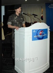 อีทึก แห่ง super junior เผยภาพในชุดทหารเป็นครั้งแรก!