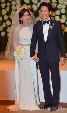 คู่รักคนดังเกาหลี จีซอง-อี โบยอง วิวาห์ แสนหวาน
