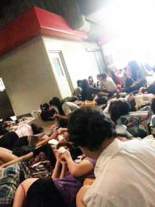 แชร์ให้ว่อน! ภาพ ติ่ง นอนรอ EXO ที่สนามบิน
