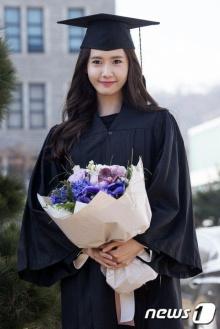 เลอค่า!! ยุนอา SNSD สวมชุดครุยในพิธีจบการศึกษา!!