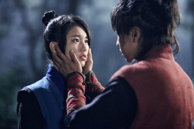 อีซึงกิ และซูจี ถ่ายทอดฉากจูบครั้งแรกออกมาอย่างร้อนแรง
