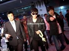 ฮยอนบิน ถึงไทยพร้อมสบตาสาวๆ