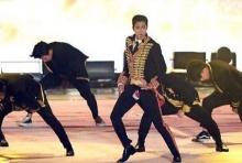 พี่เด้งแรงไปนี๊ดด!! ยุนโฮ ดงบังฯ เป้าขาดกลางเวทีโชว์กกน.สีแดง(คลิป)!!
