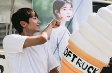 ไอยู (IU) ส่งรถของว่างไปให้ อีจุนกิ ที่กองละครเรื่องล่าสุด!