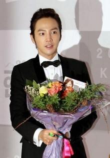 รวมภาพน่ารัก ๆ จาก Jang Geun Suk