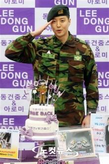ลี ดองกัน เสร็จภารกิจทหารออกจากกรมแล้ว