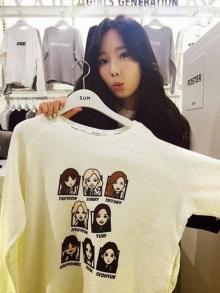 แทยอน โชว์เสื้อยืดของ Girls' Generation ในอินสตาแกรม