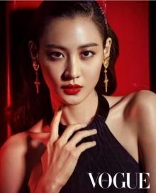 คลอเดีย คิม อวดหุ่นสุดเป๊ะบนปก Vogue