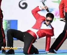 ยุนโฮ อายม้วน!เด้งหนักเกินจนเป้าแตก!