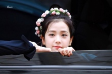 ชมภาพจีซู วง BLACKPINK ที่ดูราวกับนางฟ้าขณะสวมมงกุฎดอกไม้!!