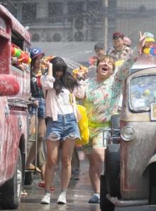 """""""11.12.13 รักกันจะตาย"""" ปิดถนนถ่ายฉากใหญ่ สงกรานต์!!"""