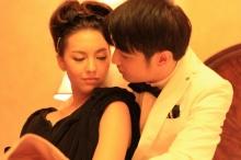 เกิดอะไรขึ้นเมื่อ คารีสา-ขุน คู่ปรับในจอ เข้าฉากจูบ
