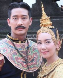เบื้องหลังตระการตา ! นุ่น –ป้อง ในชุดไทย