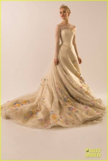 ลิลลี่ เจมส์ สวยสง่าในชุดแต่งงาน ซินเดอเรลล่า