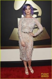 เคที่ เพอร์รี่ อวดสีผมใหม่บนพรมแดง Grammy Awards!