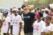 ใจหล่อมาก! ออร์แลนโด บลูม เยี่ยมผู้ป่วยอีโบลาในไลบีเรีย